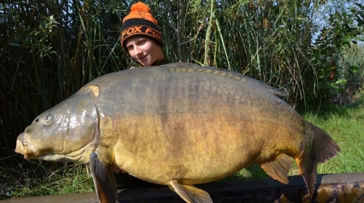 Julian und sein Freund Elias fischten einen 24 Kilo schweren Karpfen aus dem Silbersee.