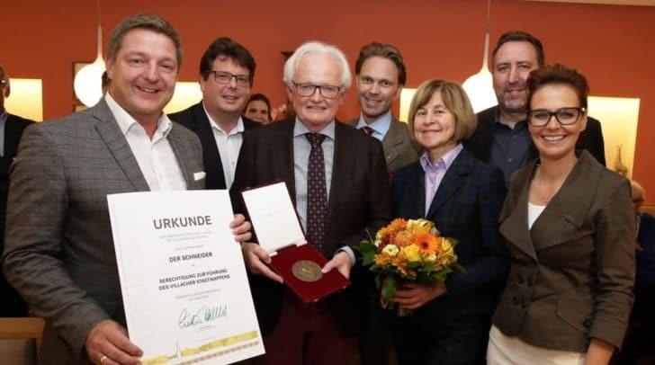 Zum 100-jährigen Jubiläum wurde der Schneiderei Gross das Villacher Stadtwappen verliehen.