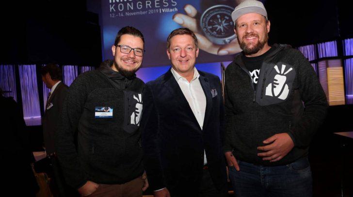 Die Gründer Patrick Kleinfercher und Christoph Raunig am Foto mit Bürgermeister Günther Albel (Mitte).