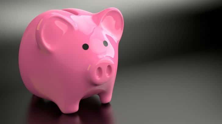 Aus dem Büro, dem aufgebrochenen Kaffeeautomaten und einem Sparschwein wurden geringe Mengen an Bargeld gestohlen.