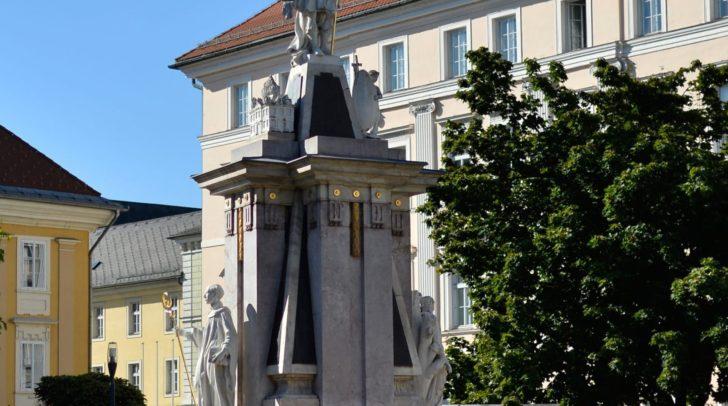 Das Floriani-Denkmal auf dem Heuplatz