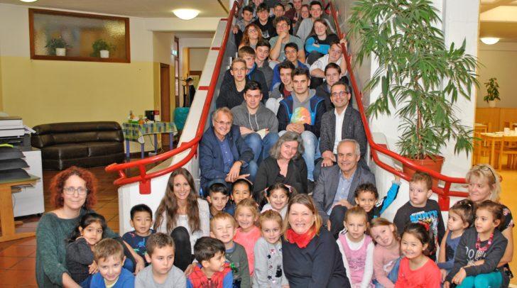 Schüler und Lehrer der HTL Mössingerstraße untersützten die kleinen Forscher in ihrem neuen Forscherraum.