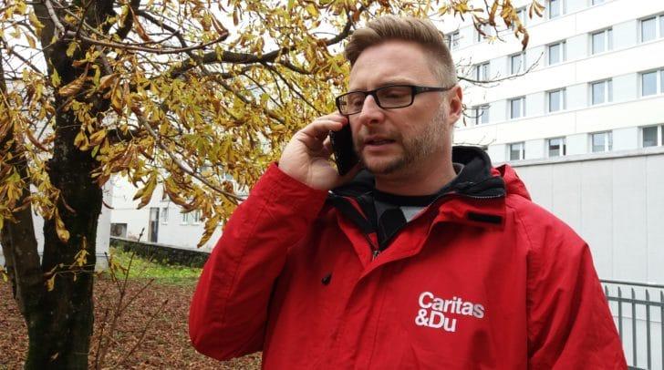 Das Telefon läuft rund bei der Caritas Kärnten.