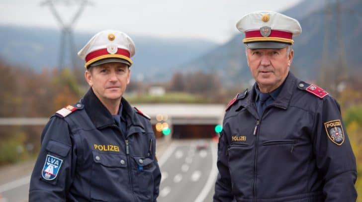 Polizisten Daniel Goi und Walter Tillian der Autobahnpolizeiinspektion Villach wurden zu Lebensrettern.