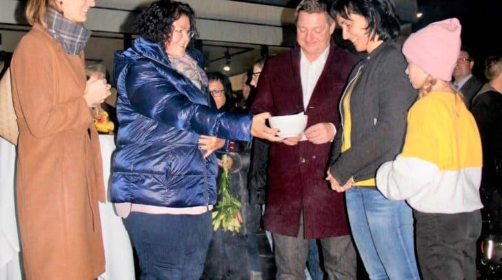 Mit einer Feuerzeremonie weihte Monika Zwischenberger die Geschäftsflächen ein.