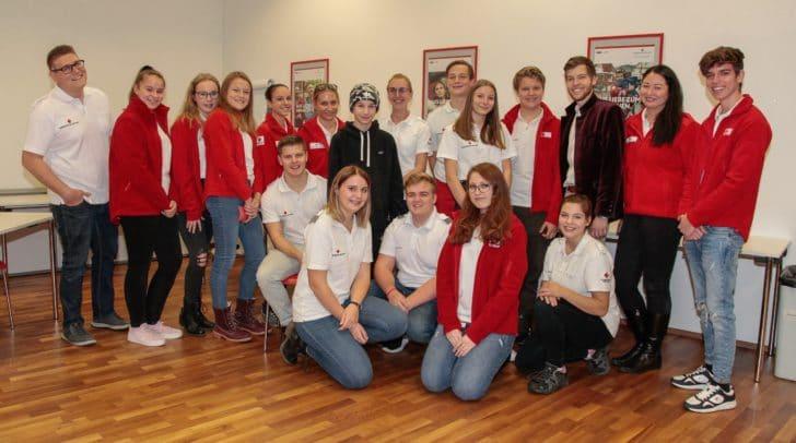Die Jugendgruppe mit Betreuern und Jugend-Referenten Patric Petscher (ganz links), Organisations-Referent Fabian Böck (3. von rechts, hinten).