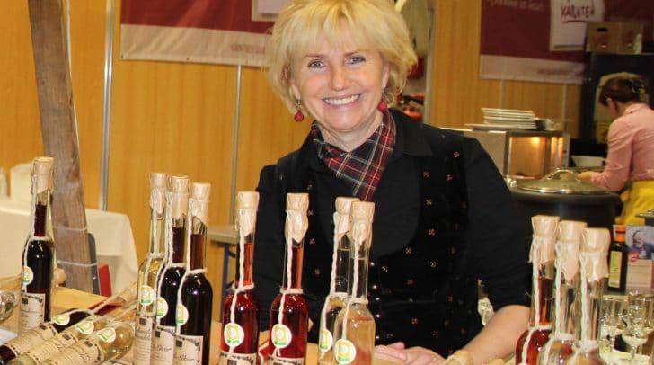Annemarie Malatschnig aus St. Paul im Lavanttal zaubert die süßen Früchte des Sommers ins Glas.