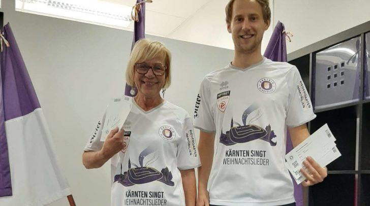 Johanna Kogler (Geschäftsstelle) und Team-Manager Fabian Hafner tragen das neue Trikot schon einmal zur Probe.