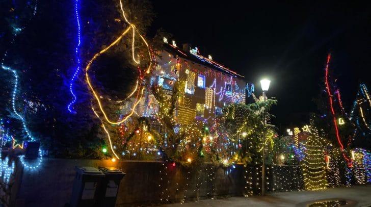 Insgesamt hat Familie Moritz bereits etwa 50.000 Euro für die Weihnachtsdekoration ausgegeben.
