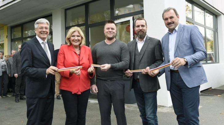 Am Bild: LH Peter Kaiser, Bgm. Maria-Luise Mathiaschitz, Andreas Stingl, Horst A. Kandutsch, VPräs. Alfred Trey.