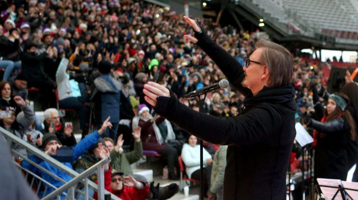 Nik P. sang gemeinsam mit den rund 5000 Besuchern Weihnachtslieder im Wörthersee-Stadion.