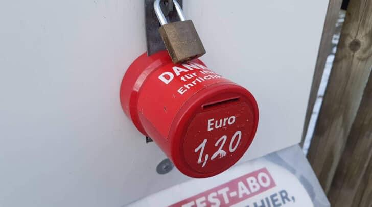 Der Täter erbeutete bei den Straftaten rund 150 Euro. Der entstandene Schaden beträgt hingegen rund 1.200 Euro.