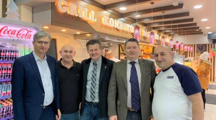 Auch Stadtrat Christian Scheider stattete der Bäckerei einen Besuch ab.