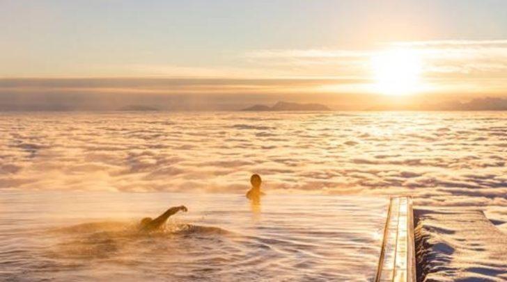Hier kannst du im 25 Meter langen Infinity Pool in die Unendlichkeit schwimmen.