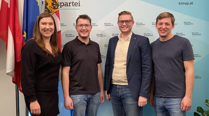 Von links nach rechts sieht man auf dem Bild: Greta Donner, Mario Sauerschnig, Julian Geier und Armin Egger.