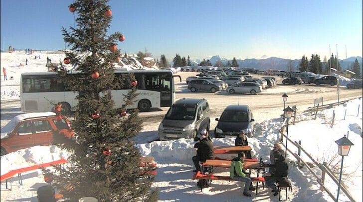 Checke vor dem Hinauffahren die Webcam, um zu prüfen, ob noch Parkplätze frei sind.