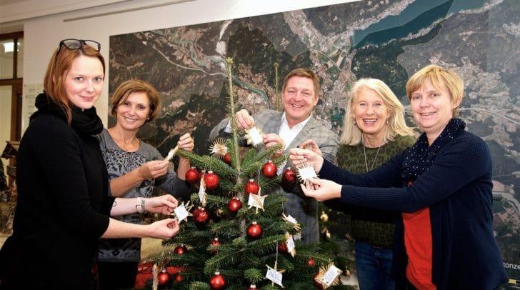 Wünschewald: Bürgermeister Günther Albel und das Team des Sozialamtes freut sich mit Sonja Juchart von der Arge Sozial, Wünsche erfüllen zu können.