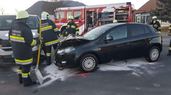 Ein Verkehrsunfall und eine ausgelöste Brandmeldeanlage hielten die Kameraden der FF Maria Saal auf Trab.