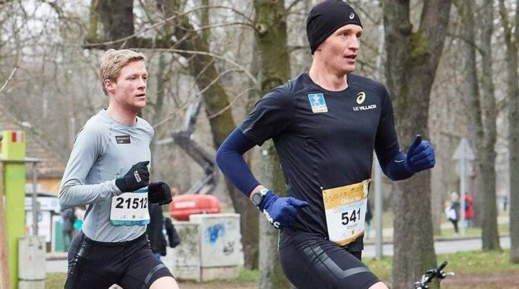 Christian Robin (in grau) traf gestern bei der Winterlaufserie des Vienna City Marathons nach 31.48 Minuten im Ziel ein.