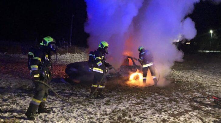 Die Freiwilligen Feuerwehren Arnoldstein und Pöckau standen mit drei Tankwägen im Einsatz.