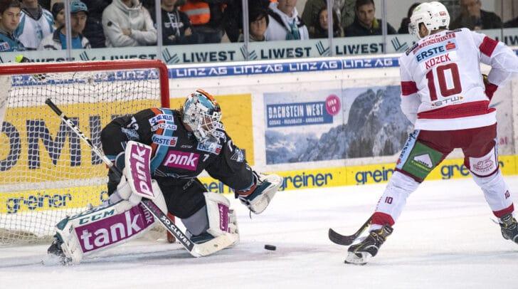 Die Rotjacken des EC KAC mussten sich nach der Overtime auf fremdem Eis mit 4:3 gegen die Black Wings Linz geschlagen geben.