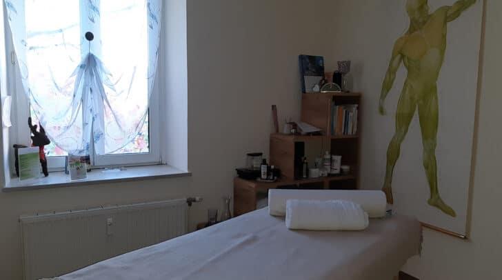 Macht es euch auf der Liege gemütlich und entspannt bei einer wohltuenden Massage!