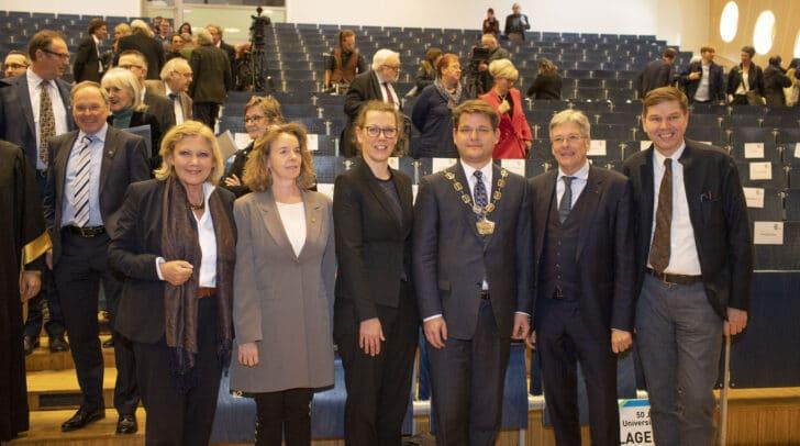 v.l.: Bgm Maria-Luise Mathiaschitz, Larissa Krainer, Iris Ruskala, Rektor OLiver Vitouch, LH Peter Kaiser und Werner Wutscher