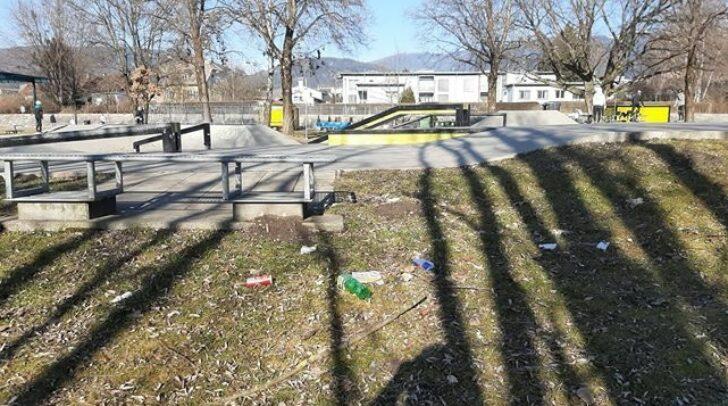 Dosen, Plastikflaschen und allerlei Unrat: So hat unsere 5 Minuten Leserin den Skaterpark vorgefunden.