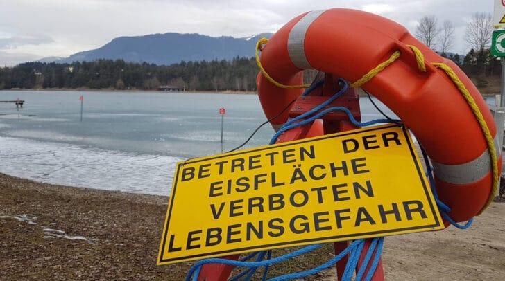 Das Eis auf den Kärntner Seen ist derzeit so dünn, dass das Betreten der Eislächen zum Beispiel am Silbersee verboten ist.