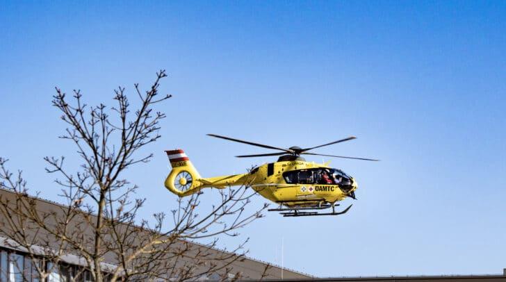 Die verletzte 74-Jährige wurde vom Rettungshubschrauber C7 in das BKH Lienz geflogen.