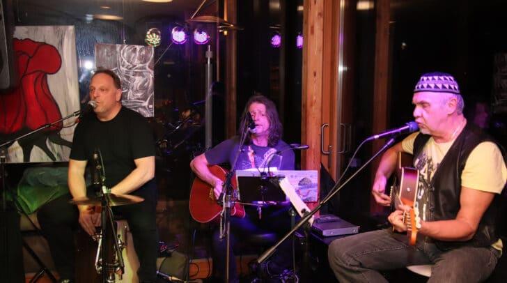 Die Friendz aus Klagenfurt spielen Rock, Blues und Austropo vom Feinsten.