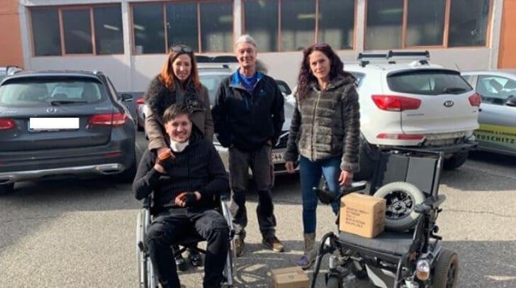 Der neue Rollstuhl wurde vor Kurzem übergeben.