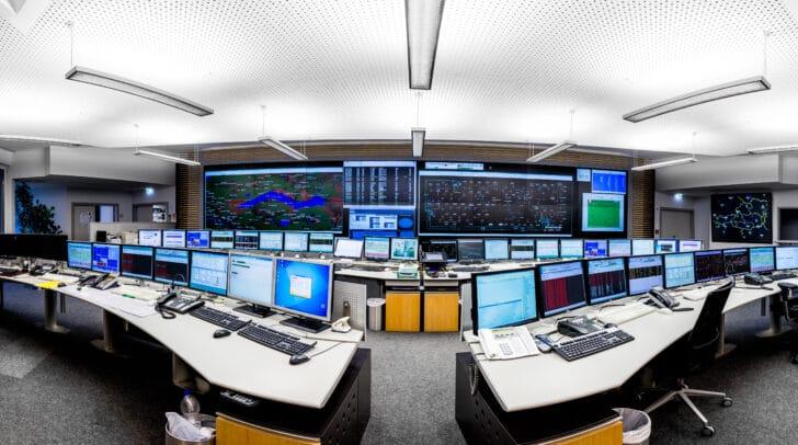 Die Strom-, Erdgas- und Wärmeversorgung im Kelag-Konzern ist sichergestellt. Die Energie- und Netzleitstelle der Kelag und der KNG-Kärnten Netz GmbH ist rund um die Uhr, an 365 Tagen im Jahr, besetzt.