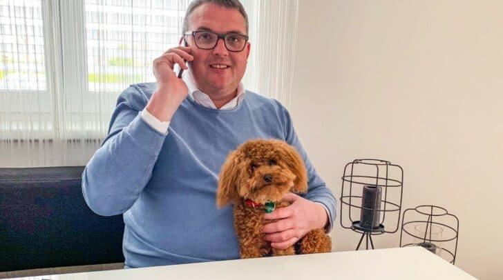 Gernot Schick mit seinem Hund