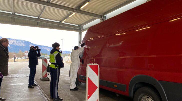 Von österreichischer Seite werden Gesundheitschecks an der Grenze zu Slowenien bereits seit vergangener Woche durchgeführt.