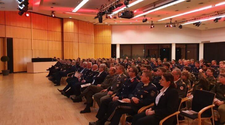 Zahlreiche Gäste und Kameraden der Hauptfeuerwache Villach kamen am vergangenen Samstag in das Congress Center Villach, um die 155. Jahreshauptversammlung abzuhalten.