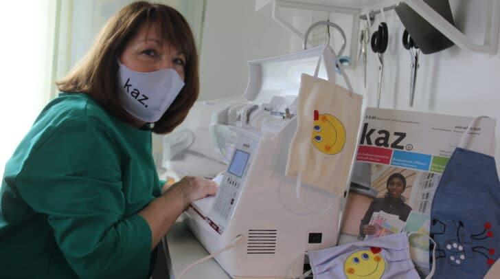 Die Gesichtsmasken der kaz. können zum Solidaritätspreis von 16 Euro an ausgesuchten Punkten in Villach, Klagenfurt und St. Veit an der Glan gekauft werden.