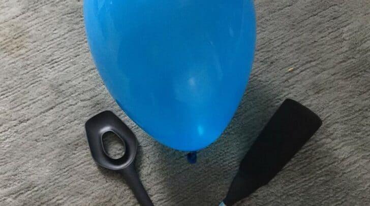 Luftballontennis macht der ganzen Familie Spaß.