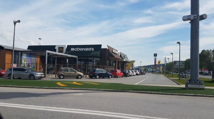 Bereits bei der Eröffnung des McDrives war der Ansturm groß.