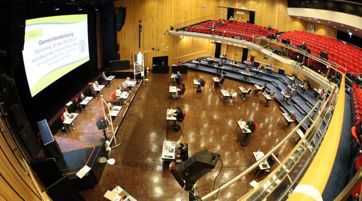 Die Gemeinderatssitzung findet derzeit coronabedingt im Congress Center Villach statt.