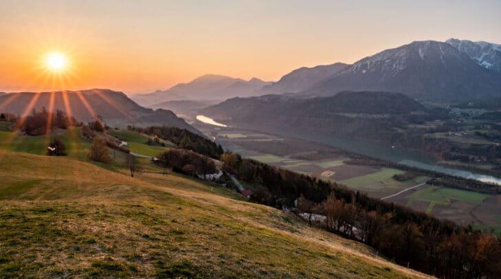 In den nächsten Tagen wird es in Kärnten wieder etwas kühler werden und auch Regenschauer werden schon ab heute Nachmittag erwartet.
