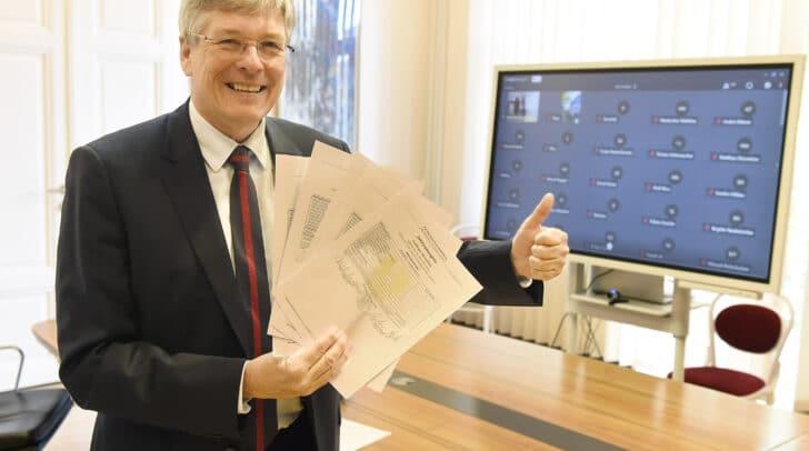 Die virtuelle Zeugnisübergabe an FachbereichsberufschülerInnen durch LH Peter Kaiser.
