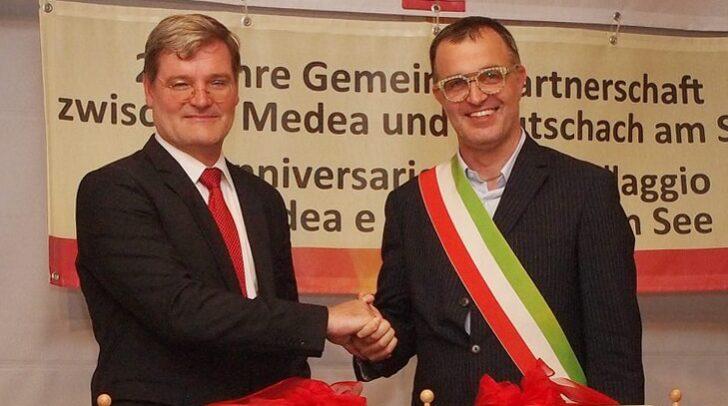 Keutschachs Bürgermeister Dovjak und sein friulanischer Amtskollege Godeas bei einer Partnerschaftsfeier.