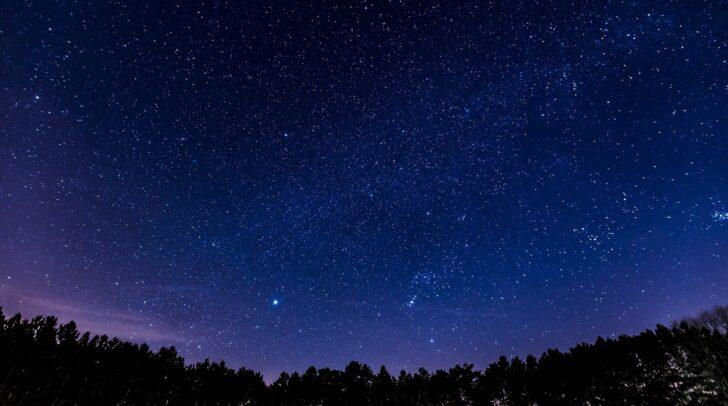 Heute wird am Kärntner Nachthimmel kurz vor 22 Uhr wieder eine Kette von Starlink-Satelliten zu sehen sein.