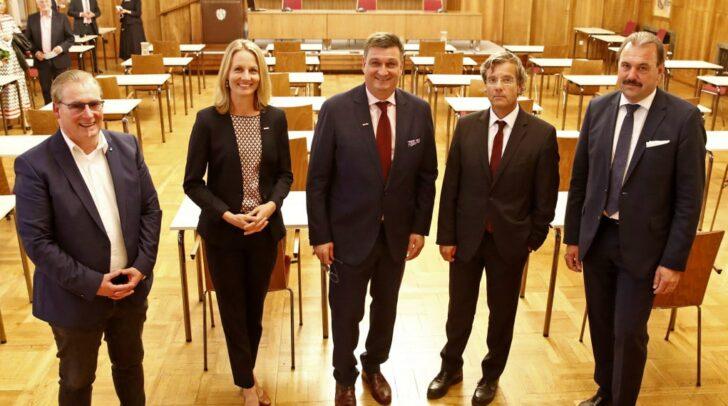 WK-Präsident Jürgen Mandl (Mitte) mit den Vizepräsidenten Günter Burger (Freiheitliche Wirtschaft), Carmen Goby, Otmar Petschnig und Alfred Trey (SWV).