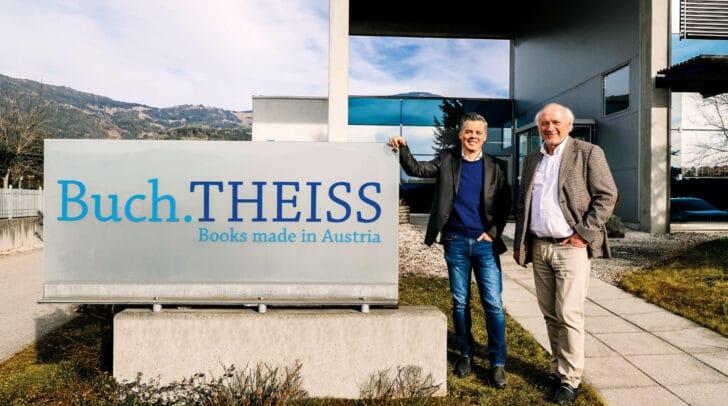 Geschäftsführer Tibor Valentin (l.) und Eigentümer Gerhard Aichhorn vor der Firmenzentrale der Kärntner Druckerei Theiss.