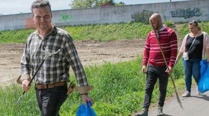 Ausgerüstet mit Müllsäcken und Handschuhen haben Vizebürgermeister Wolfgang Germ und sein Team den Müll an der Glan beseitigt.