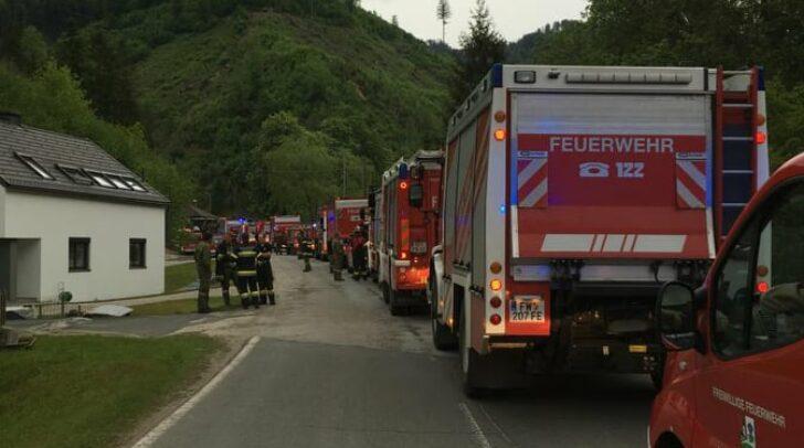 Seit sechs Uhr stehen zusätzliche Einsatzkräfte des Katastrophenzuges 4 aus den Bezriken Feldkirchen und St. Veit im Einsatz.