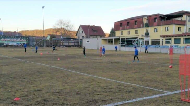 Der Sportplatz und die anderen Freiflächen müssen weiterhin betreut werden.