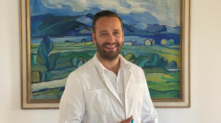 Facharzt Dr. Christoph Clement steht seinen Patienten mit Rat und Tat zur Seite.